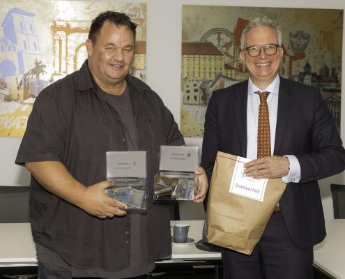 Foto v.l.n.r.: Betriebsratsvorsitzender Uwe Eggemann, Frank Tischner als Präsidiumsmitglied des Landesverbandes der Kreishandwerkerschaften in NRW